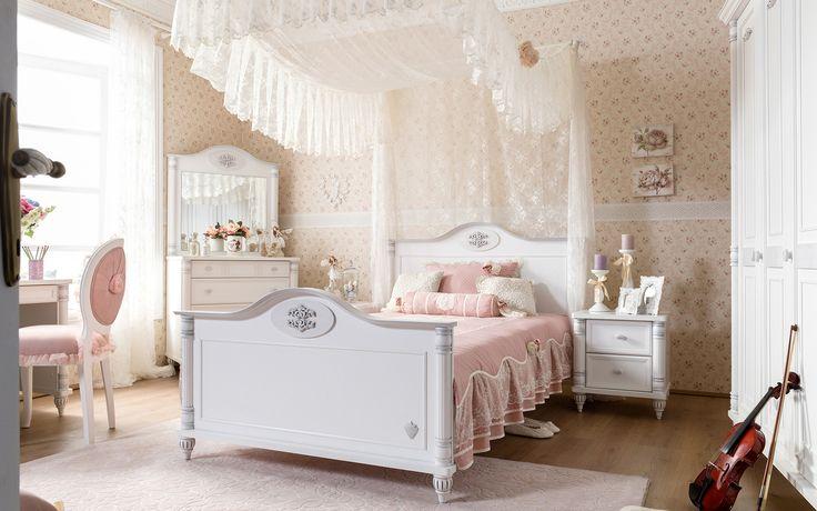#romantic #çilekodasi #cilekroom #decoration #dekorasyon #genc #oda #pembe #beyaz #pembeoda #beyazoda #klasik #vintage #white #pink #bed #yatak
