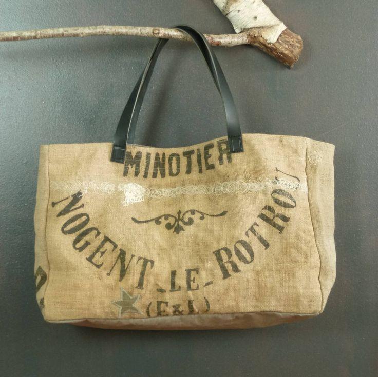 Panier king size forme cabas de plage en jute vintage (ancien sac en jute à grains publicitaires recyclés) pièce unique artisanat de la boutique MADEinPERCHE sur Etsy