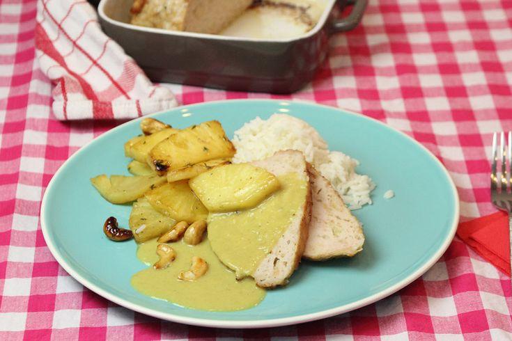 """Kalkoenvleesbrood, gele """"Belgische"""" curry, gebakken ananas en rijst"""