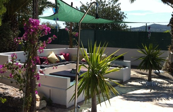 Sit back and relax in the shade. The best place of all the terraces is here. Enjoy your Rioja and your Spanish tapas along the pool.