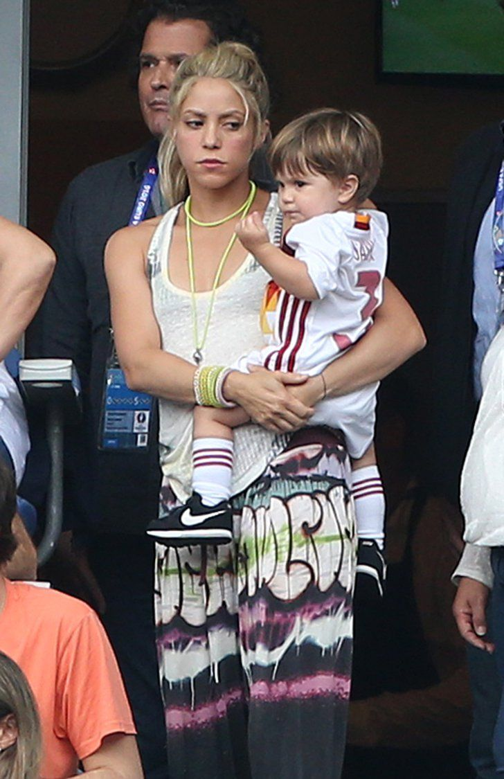 Pin for Later: Wait Until You See These Pictures of Shakira and Her Sons Cheering On Gerard Piqué