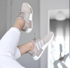 adidas Originals NMD beige / creme // Foto: theliveitup (Instagram) – Schuhe