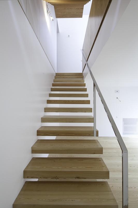 ::STAIRS:: Fonte Da Luz Residence by Barbosa & Guimaraes, lovely handrail detail