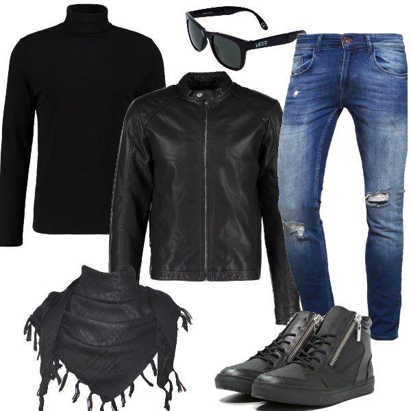 Look per i giovani che amano il nero e lo stile rock. Giacca in finta pelle black, jeans slim fit con strappi, maglietta a manica lunga con collo alto black. Completiamo con sneakers alte, sciarpa con frange, occhiali da sole Vans, tutto completamente black. Sportivi e alla moda.