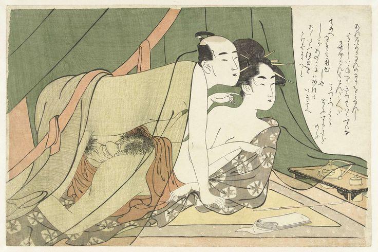Chôkyôsai Eiri | Liefdespaar onder muskietennet, Chôkyôsai Eiri, c. 1789 - c. 1801 | Man en vrouw, kijkend naar rechts vanonder een groen muskietennet, bedrijven de liefde. Rookgerei en tissues op de vloer.