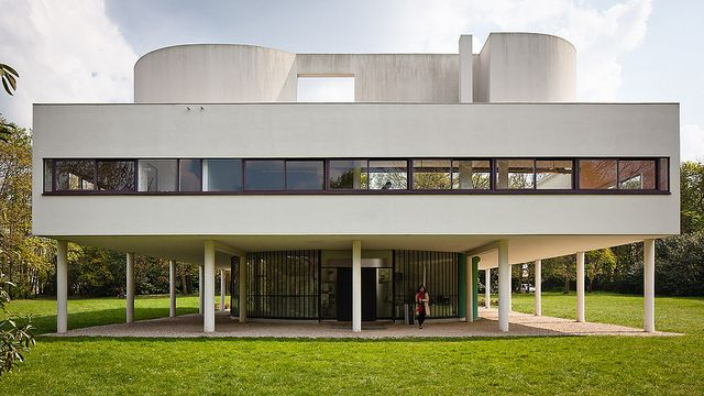 Villa Savoye in Poissy, França. Designed by architect Le Corbusier. 1931. Photography by Pedro Kok (www.pedrokok.com.br), via Flickr.