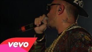 Music video by Guè Pequeno performing Si Sboccia / La Mia Ragazza È Gangsta (Live @ Bravo Ragazzo Tour 2013). (C) 2014 Universal Music Italia Srl...