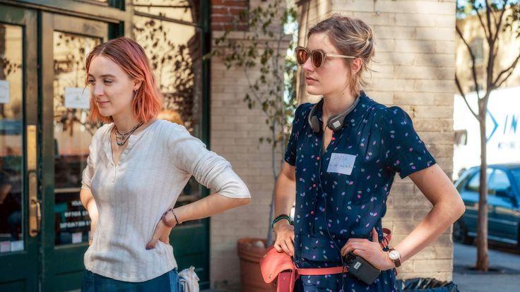 KRITIKEN: Wird die neue Comedy mit Saoirse Ronan der beste Film 2017? Die Tragikomödie Lady Bird mit Saoirse Ronan könnte der beste Film 2017 werden. Was das Regie-Debüt von Greta Gerwig ausmacht, lest ihr hier. Der Trailer und alle Infos! >>> https://www.film.tv/go/38887-pi #Comedy #GretaGerwig #SaoirseRonan