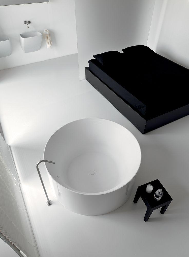 les 25 meilleures id es de la cat gorie baignoire ronde sur pinterest le d cor salles de bain. Black Bedroom Furniture Sets. Home Design Ideas