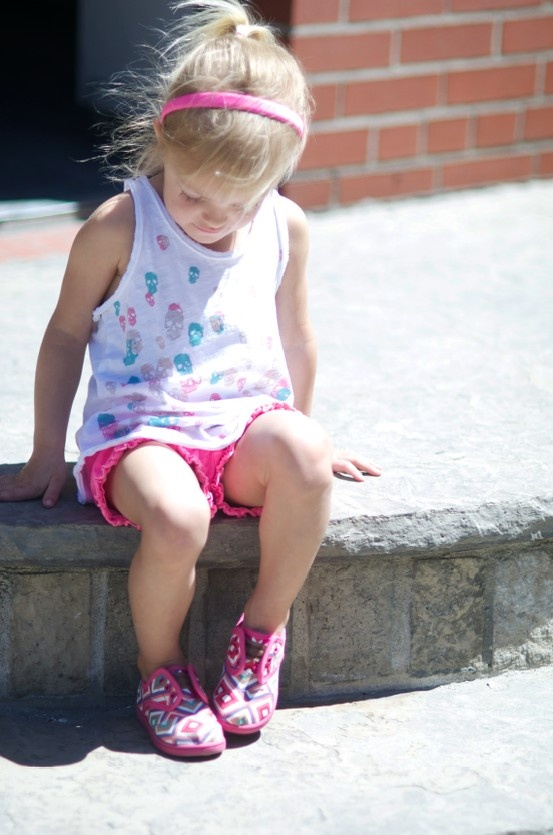Some fun #geometric #toms to add to that colourful outfit? Why not! #Kidsfashion  http://www.devlishangelz.ca/