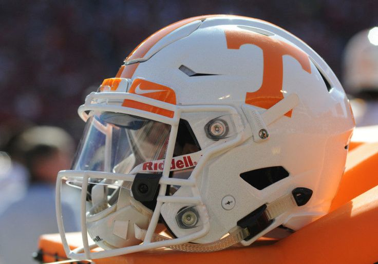 ESPN No. 1 recruit Trey Smith picks Tennessee = Although ranked slightly different on the top recruiting sites in the country, none debate Trey Smith is an elite offensive line prospect. And he's become the new centerpiece of Tennessee's 2017 recruiting class. The.....