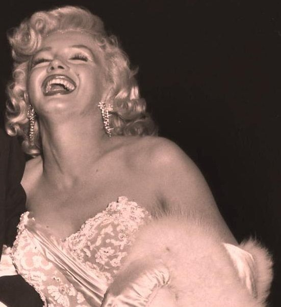 369 best MM vestido blanco palabra de honor images on ... Marilyn Monroe Laughing Pictures Tumblr
