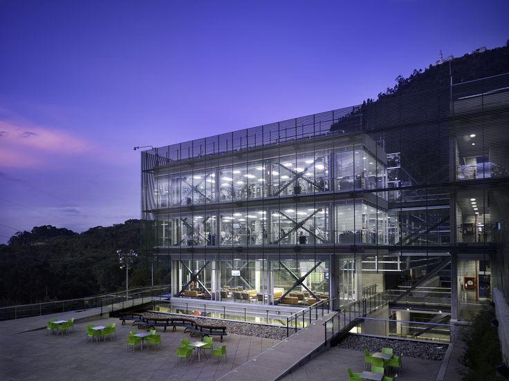 Galería de Centro Deportivo Universidad de los Andes / MGP Arquitectura y Urbanismo - 1