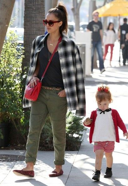 Jessica Alba - Jessica Alba & Family Out For Lunch In Beverly Hills
