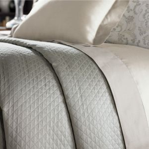 Our Bari matelasse adds a final bit of finish and polish to dressing your bed, giving it a beautifully soft warm sheen. A classic.