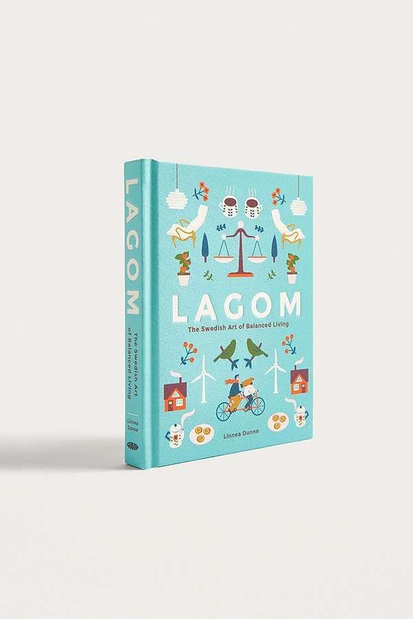 """Linnea Dunne – Buch """"Lagom: The Swedish Art of Balanced Life""""   In dem Konzept """"Lagom"""" geht es darum, ein ausgeglichenes Leben zu leben. Dieses Wort bedeutet übersetzt in etwa: """"nicht zu wenig, nicht zu viel, sondern genau richtig"""". Dieser skandinavische Lifestyle-Trend ist ein befreiendes Konzept, das alles, das mehr als """"gerade genug"""" ist, als Zeitverschwendung betrachtet. In diesem gebundenen Buch von Linnea Dunne wirst du mehr über diesen transformativen Ansatz erfahren."""