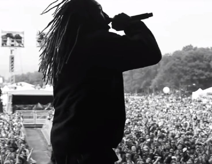 """Future takes us with him on tour with his new video """"Right Now"""". off of his Project E.T. mixtape. Featuring cameos by Big Sean, Drake, Meek Mill and more."""