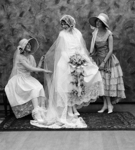 1920s bride and attendants