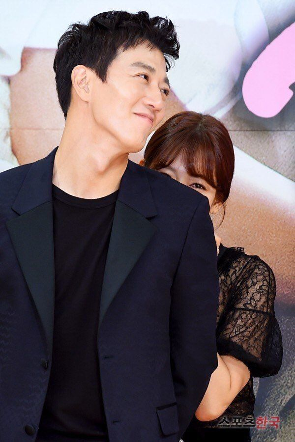 Doctors - Park Shin Hye & Kim Rae Won. Soo soo cuuuttteee!! Augh these two! I can't anymore