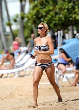 Miranda Lambert – Wearing Bikini on a Beach in Hawaii