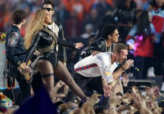 Beyonce & Bruno Mars Join Coldplay on Stage for Epic #SB50 Halftime Show (VIDEO)