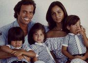 Isabel Preysler and Julio Iglesias   Julio Iglesias e Isabel Preysler posan felices, con sus tres hijos ...