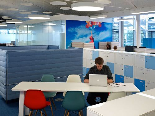 Perkins and Will: Astellas Pharma Europe - the new office desk