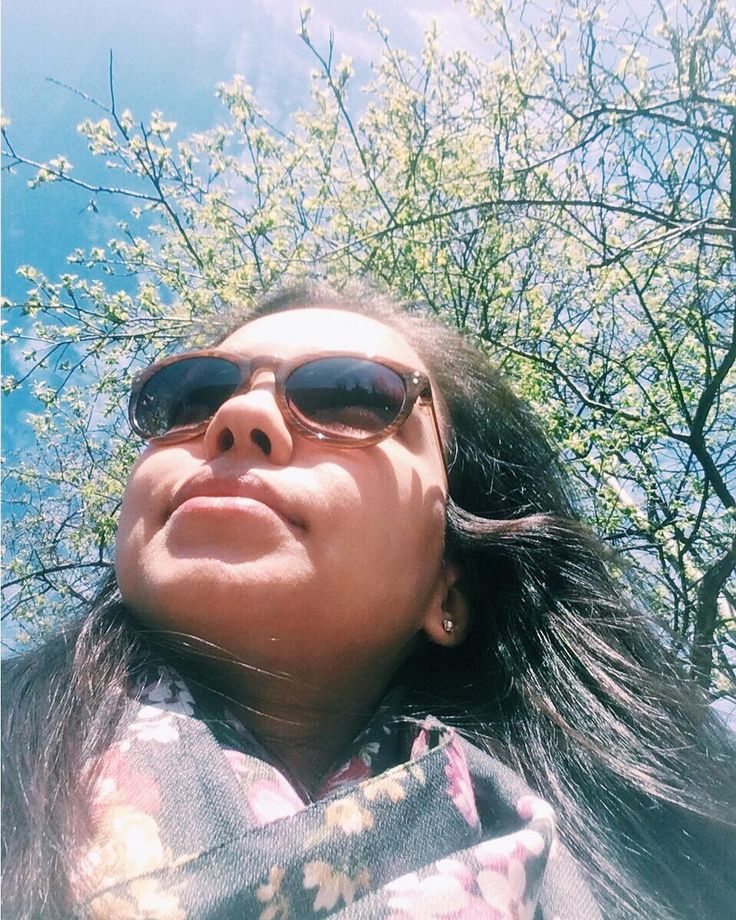 Сижу в зелени деревьев�������� и ем мороженое������...3 по счету������Я ждала этого момента, когда можно развалиться на скамейке в парке и без зазрения совести есть всякие не ПП продукты��#мнеможно ��А то таю как мороженое на солнце�� • • • #vsco #vscolife #shinebrightlikeadiamond #sunnyday #thehappynow #theartofslowliving #loveicecream #icecream #longhair #springday #springtime #yummy #trees #flowerslovers #livethelittlethings #momentslikethese…