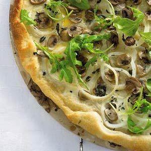 Witte pizza met rucola en tomatensaus - Recept - Allerhande - Albert Heijn