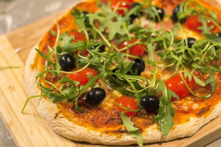 Prosciutto and Mozzarella Pizza