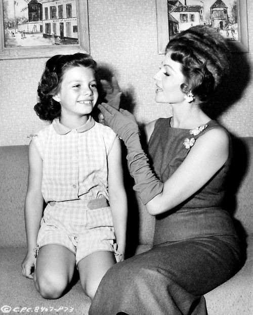 Rita Hayworth & daughter Yasmin Aly Kahn
