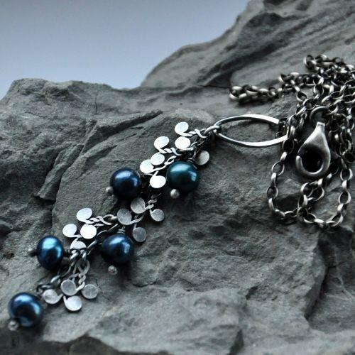 Błękitne perły- Romantyczny wisiorek