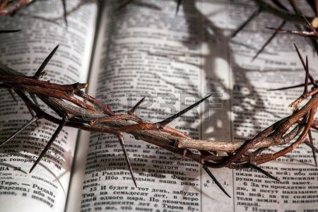Se trata de una corona de espinas en la Biblia Foto de archivo