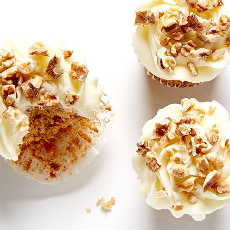 Moist and delicious Carrot Cupcakes with Lemon Cream Cheese Frosting #BiteMeMore