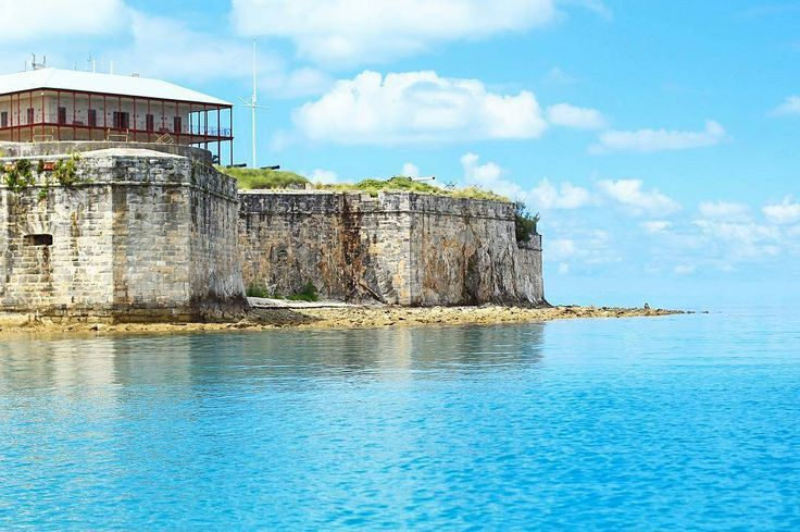 Royal Naval Dockyard. Steeped in Naval History and Host of the 2017 Americas Cup. :@alyritchie     #bermuda #gotobermuda #ahhbermuda #wearebermuda #americascup #royalnavy #travelgram #travel #instatravel #fodorsonthego #vacation #holiday #tourist #island #islandlife #picoftheday #bermudadreaming #sailing #destination #sun #ocean #canon #wanderlust #love #destinationbermuda #sailing