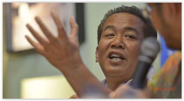 #anangiskandar Anang Iskandar, Tukang Cukur yang Jadi Kabareskrim. Komisaris Jenderal Anang Iskandar resmi ditunjuk menjadi Kepala Badan Reserse dan Kriminal Polri. Ia bertukar posisi dengan Komisaris Jenderal Budi Waseso yang ditugaskan menjadi Kepala Badan Narkotika Nasional (BNN). Pertukaran jabatan ini tertuang dalam Surat Telegram Kapolri Nomor St/1847/IX/2015 tanggal 3 September 2015. Nama Anang mulai dikenal saat ia menjabat sebagai Kepala