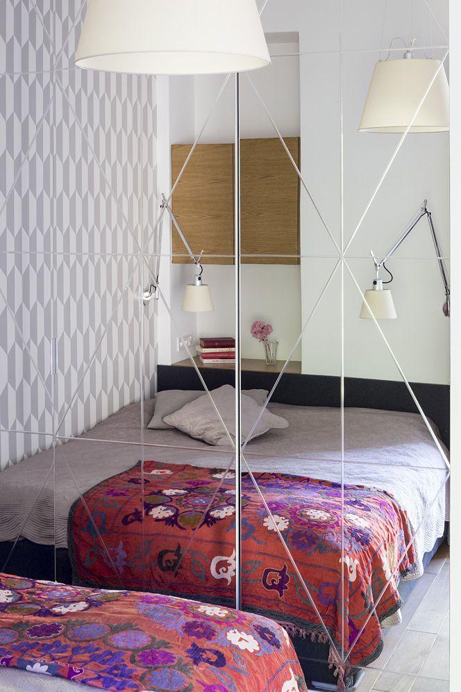 bedroom cristal mirror grafic wallpaper