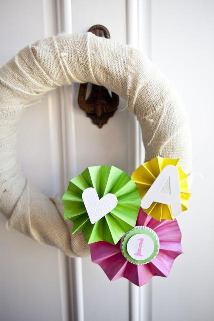 welcome-sign-wreath-pinwheels