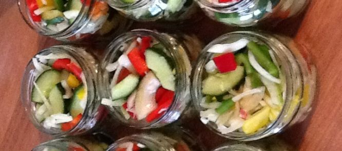 Paprika,komkommer,uien In Het Zuur recept | Smulweb.nl