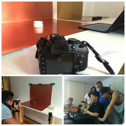 Quarta ed ultima settimana di #Pon per gli studenti dell'#ISIS di Marcianise. Dopo il corso di #fotografia, oggi i ragazzi hanno lavorato al montaggio del set e allo shooting fotografico dei modelli realizzati finora.  Come on, guys!   #design #digitalfabrication #comunication