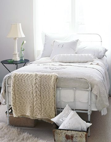 White bedroom inspiration. Cast iron bed. White bed linen.