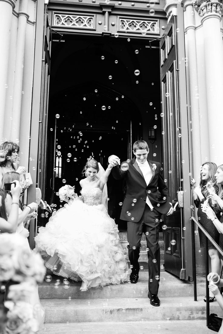 Photography: Oana Sweeney / OANAFOTO - www.oanafoto.com Read More: http://www.stylemepretty.com/2014/08/01/traditional-ballroom-wedding-at-the-university-club/