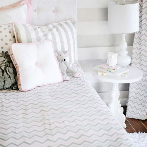 The Soft Pink Chevron Bedding Set takes the popular pattern in pink and gray and puts it to good use in a simple bedding design that has a lot of appeal. Create a contemporary and cozy room by adding whimsical accessories and room decor items.