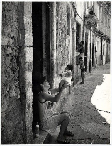Giuseppe Leone, Mother and child, Ragusa, Sicily, 1990