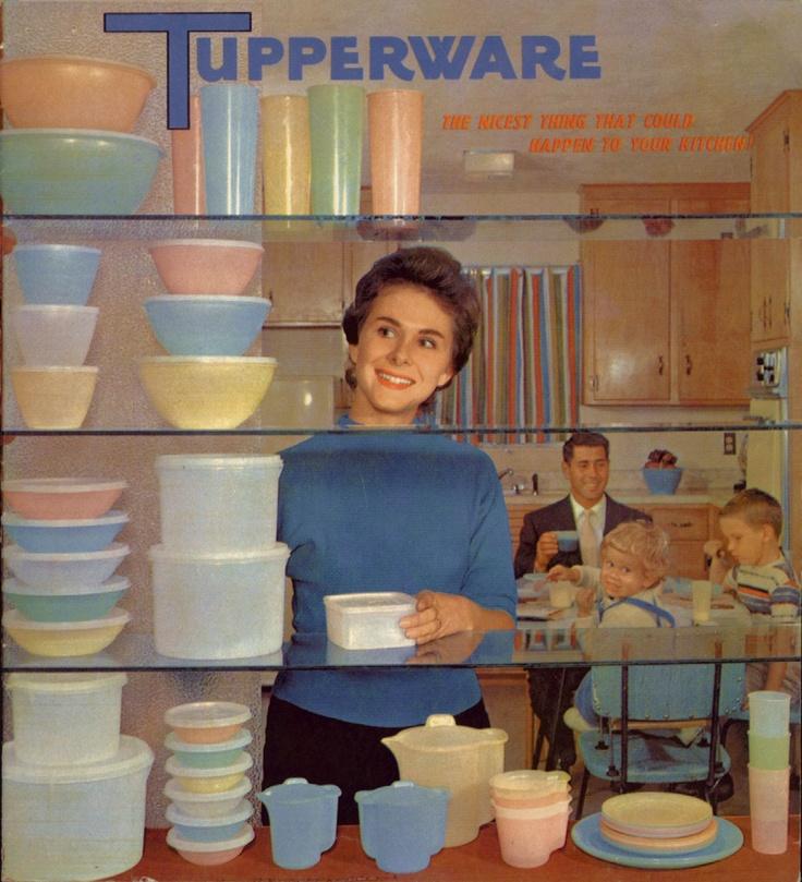 Una delle prime pubblicità che   sponsorizzavano  la linea del nuovo  prodotto Tupperware: le Ciotole Meraviglia.