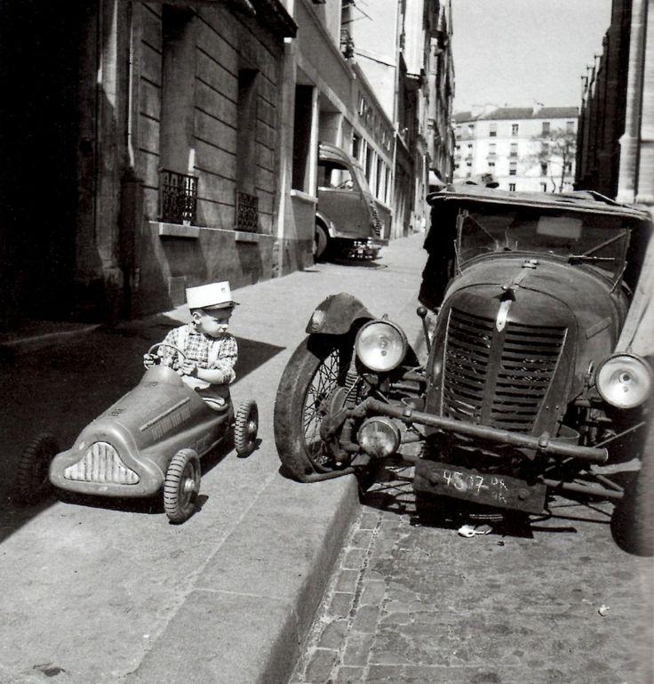 Bolides, Robert Doisneau, 1946