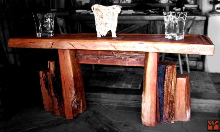 Nativo Redwood. Arrimos de madera roble rústico con cubierta de una pieza con bordes naturales con aplicaciones de fierro forjado y base de maderos escalonados.  Dimension: 0.45x2.00x0.90 www.nativoredwood.com www.facebook.com/nativoredwood