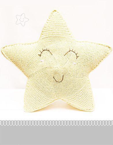 Crochet star shaped cushion from lanas Katia. Link with pattern in pdf attached http://www.katia.com/ES/modelos-patrones-oto%C3%B1o-invierno-celebraciones-coj%C3%ADn.html?idRevista=8020&numero=128&letra=&lng=ES