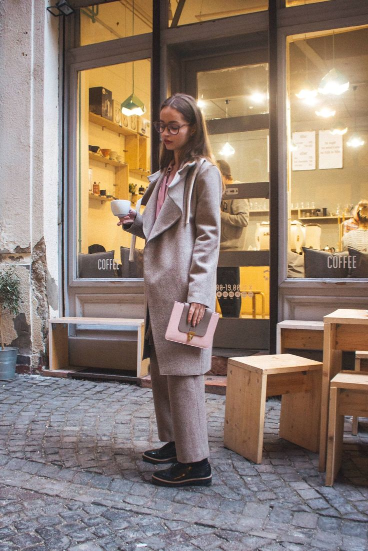 Coat, Trousers, T-shirt: INQ / Clutch: Jurekka / Earrings: Leanea Jewelry / Glasses: Thinwood / Shoes: H&M.