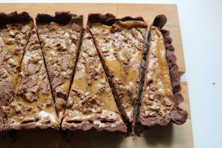Sjokoladeterte med Mars sjokolade! Den er enkel å lage og farlig god! Sjokoladeterten passer godt til Afternon Tea, og på et hvert kakebord Sjokoladeterte med Mars sjokolade: minst 10 stykker 180 g…